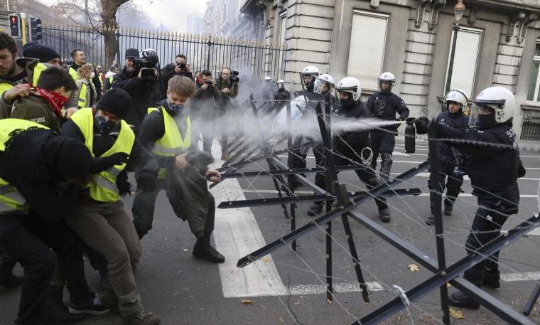 Parigi, Gilet gialli saccheggianoBulgari