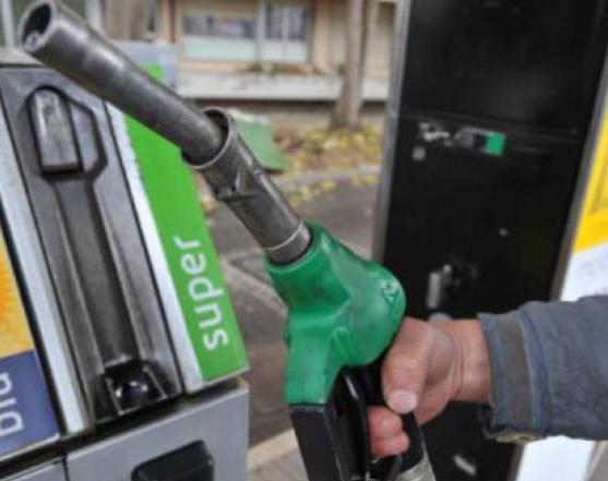 Prezzi benzina in aumento: sulle autostrade è 'forterialzo'