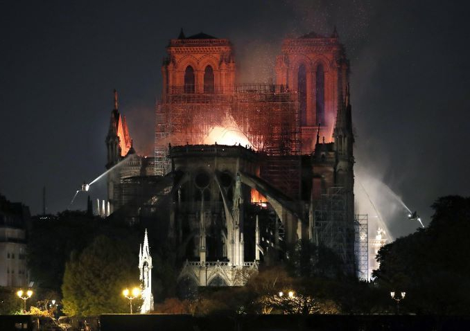 La Kasa dei libri   omaggia la Cattedrale francese nella lettura   'Notre-Dame' di V.Hugo