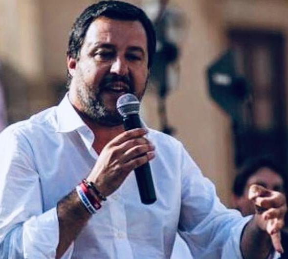 Salvini: Mi tengo  i milioni di  Italiani che ragionano con la 'lorotesta'